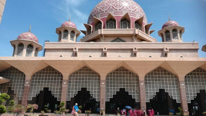 Masjid Putra(ピンクモスク)が美しい……!インスタ映え!フォトジェニック!
