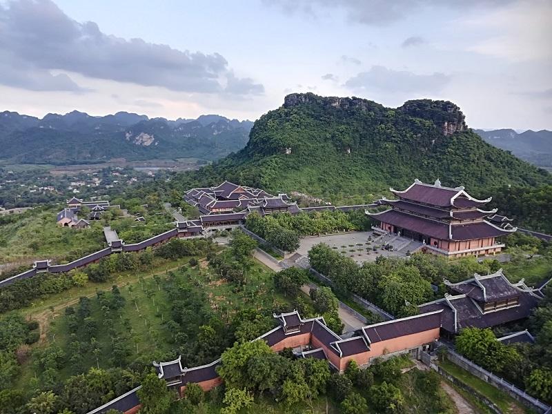 ベトナム ニンビン紀行 圧倒されるバイディン寺